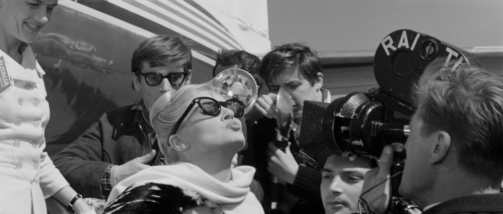 A comparison of the films nights of cabiria and la dolce vita